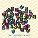 Abalorio acrílico con letras de abecedario de colores FLUOR sobre NEGRO  DADOS 6mm C52(Paquete 500 piezas) C06