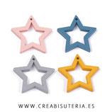 Madera colgante 25mm estrella hueca de color (20 unidades)