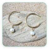 Pendientes aros chapados en oro y perla C031