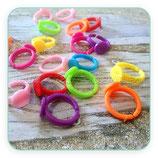 Anillo ajustable infantil (15 unidades)plástico de colores variados- ANIOOO-C32077