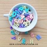Abalorio colgante acrílico Letras surtido aleatorio color pastel - 275 unidades aprox. CL1