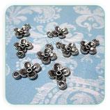 Charm Flor plata vieja mini 4 pétalos (10 unidades) CHAOOO-PA007Y