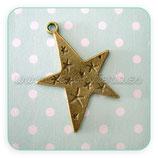 Charm Hallowen estrella picos con estrellitas labradas bronce viejo - 10 unidades