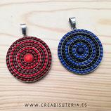 Colgante Mandala base plateada bolitas en círculos de color