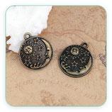 COLGANTE en bronce viejo Luna y sol labrados sobre placa redonda C0101081 (2 unidades)