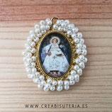 Producto Acabado - Medalla Virgen de Covadonga manto blanco y perlita blanca