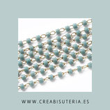 Cadena de latón hipoalergénica fina con abalorios de cristal azul claro - 1 metro