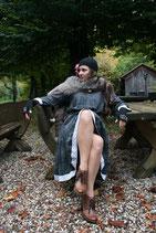 Unikat. Einzelstück. Kleid aus leichtem Viskosestoff mit Spitze aus Baumwolle. Mit Gurtel. Gr. 40-42
