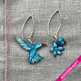 • VERKAUFT • Kolibri Blüte, Kolibri Ohrringe, blaue Blüte, Vogelschmuck, 925er Silberohrhaken