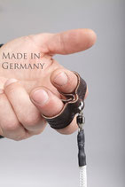 Poi Fingerschlaufen, passgenau (verschiedene Größen) aus extrem stabilem Leder (paarweise) angebunden mit dem Pack-Poi Link