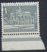 BERL 140w  gestempelt mit Bogenrand unten