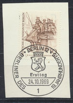 BERL 332 gestempelt auf Karton