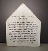 """Deko Holzhaus """"Wein vergoldet jeden Tag"""""""