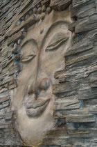 """Buddha """"Der Erwachende"""" in der Seitenansicht in original grau/braun/silber"""