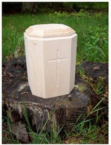 Gutenberger Urne Kreuz, Baum oder Wellenmotiv
