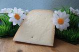 Naturel kaas aan het stuk