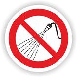 VER-018 Mit Wasser spritzen verboten