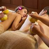 Aromaöl Paarmassage mit warmen Kräuterstempeln