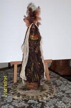 Mme Massaï au long foulard - tableau relief