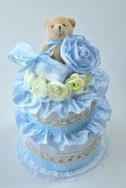 キュートな花冠つきのエレガント2段おむつケーキ