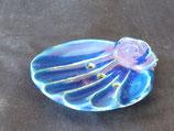 muschelförmige Seifenschale, blau mit Löchern
