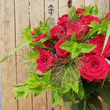 Rosenstrauss mit roten Rosen