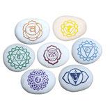 Gegraveerde steen 7 Chakra Pebbles (3 tot 3,25 Inch) set van 7