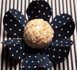 Bonbonvormpje in bloem met wit dots