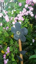 Großer Blumenspieß mit Blättern