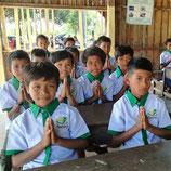 Schuluniform für 100 SchülerInnen
