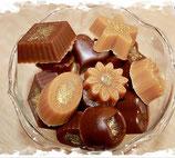 Schokoladen-Gästeseifen in einer goldenen Dose - 4 Dosen a 150 g Inhalt