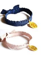 Bracelet élastique froufrou avec médaille miraculeuse dorée