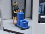 Olga mit Putzwagen