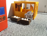 Paletten mit Rahmen und Kartons