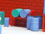 Chemiefässer und Kanister