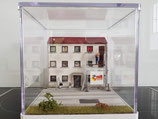 Wohnhaus Relief, schmal
