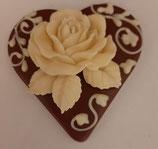 Schokoladenherz Vollmilch verziert mit  einer Rosel aus weißer Schokolade
