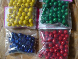 60 Holzperlen 10 mm rot, gelb, blau, grün