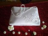 Brauttasche mit Steinen