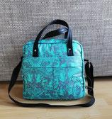 Wickeltasche TulaP ist eine aufwendig gearbeitet seegrüne Schultertasche und Unikat, das in Handarbeit hergestellt wurde.