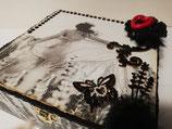 Boite à bijoux carrée avec décoration noir et blanc