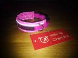 Halsband in pink, mit Sternchenband auf dem Gurtband
