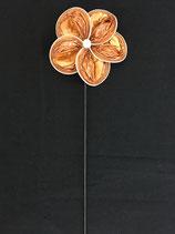 Blume hellorange mit Muster