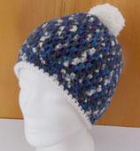 Bommelmütze, blau-grau gemustert mit weiß