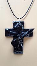 Croix Religieuse Faience de Desvres  noire  hauteur 8 cm largeur 6 cm