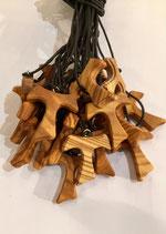 Tau in legno d'ulivo con bordo lavorato, croce di San Francesco di Assisi Mod. L (scegliere quantità)