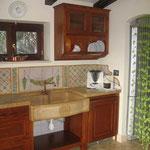 Lavello d'appoggio in graniglia, sagomato con bassorilievo e fronte bocciadato 60-65x90x21
