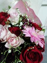 花束(中サイズ)4000円 送別会、発表会、パーテイ、還暦祝い、卒業祝い 入学祝 プロポーズ等の 御祝 プレゼント用