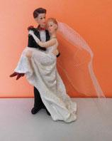 Brautpaar - Braut wird getragen