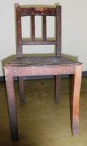 Alter kleiner Kinderstuhl aus Holz